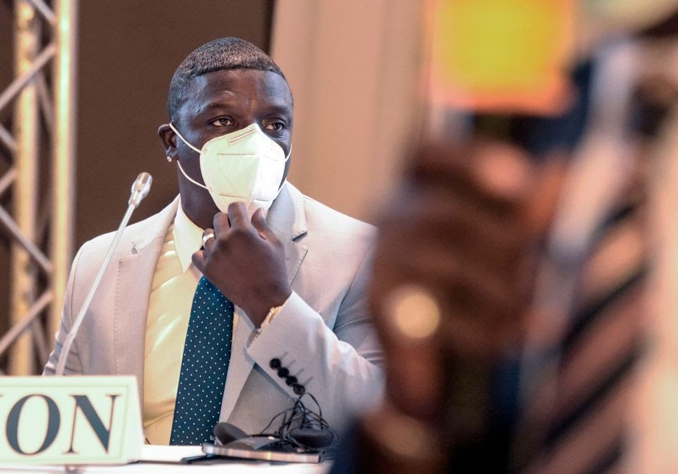 Senegalese-American singer and songwriter Akon and his architect Hussein Bakri (R) attend a press conference in a hotel in Dakar, on August 31